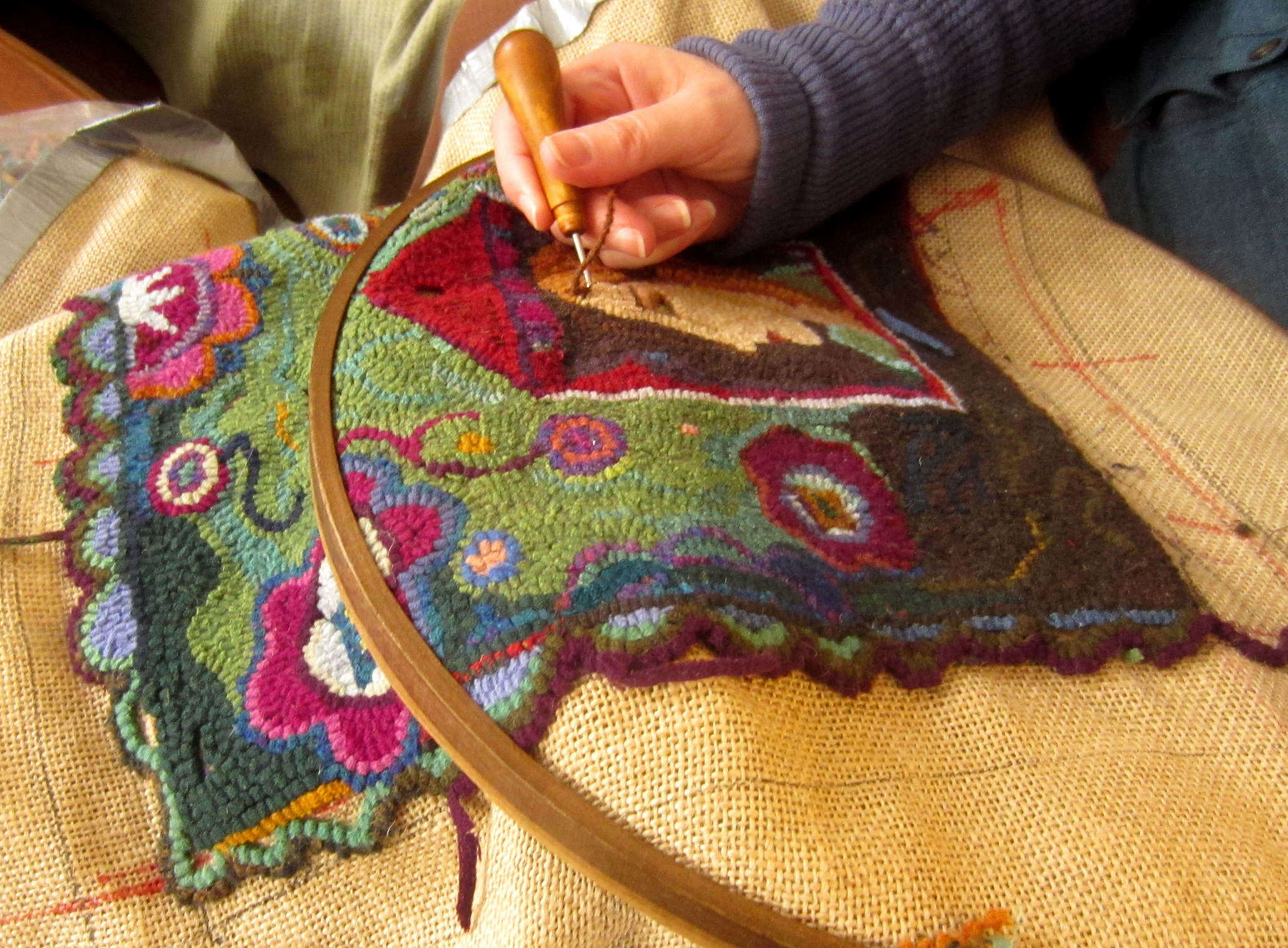 Hand hooked area rugs - how they are made